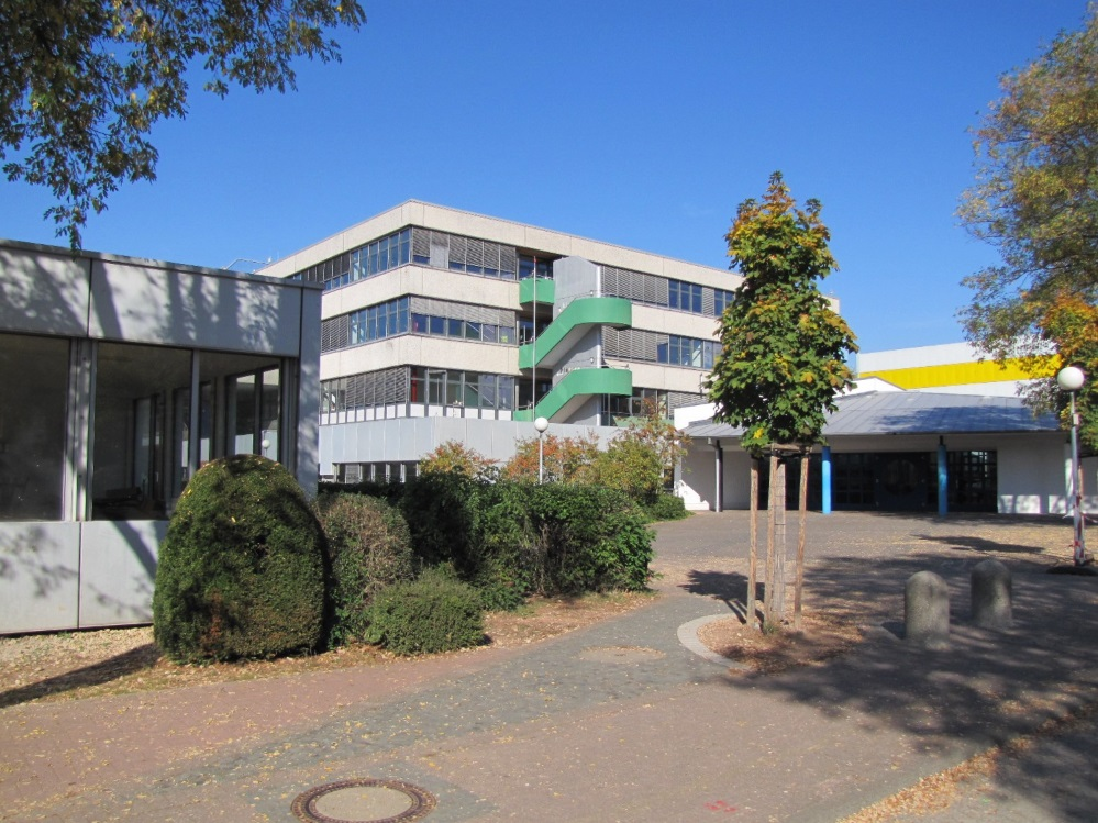 Banner Schule außen